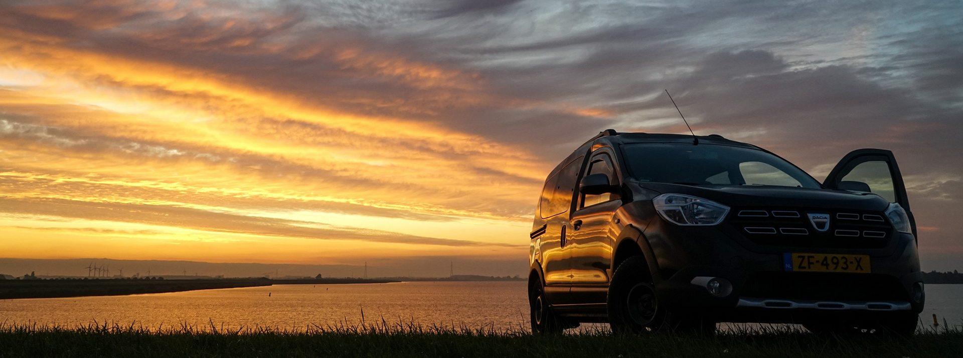 Dacia Dokker zonsondergang sfeerfoto